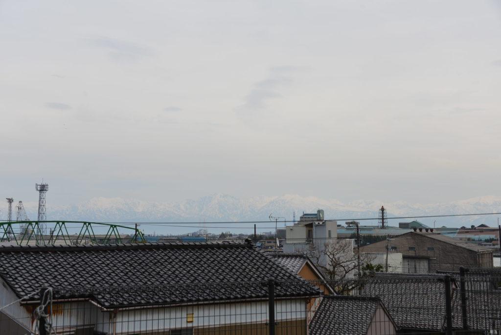 高岡伏木気象資料館から東方向